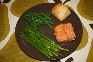 Salmon, asparagus with lemony butter and garlic, and green beans